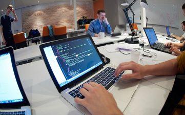 Un programator va fi următorul star rock